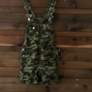 Camouflage overall shorts